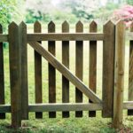 Pointed paling gate