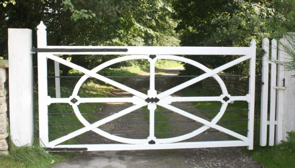 Wooden wheel gate