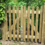 shaped top paling gate